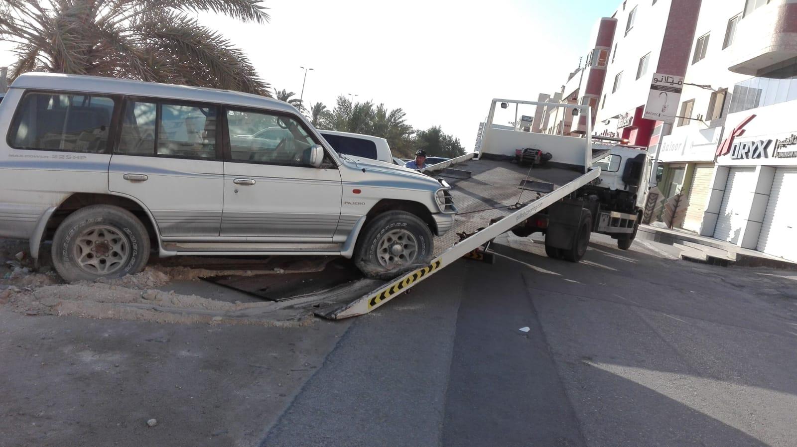 حملة إزالة سيارات الخردة من شوارع القرية