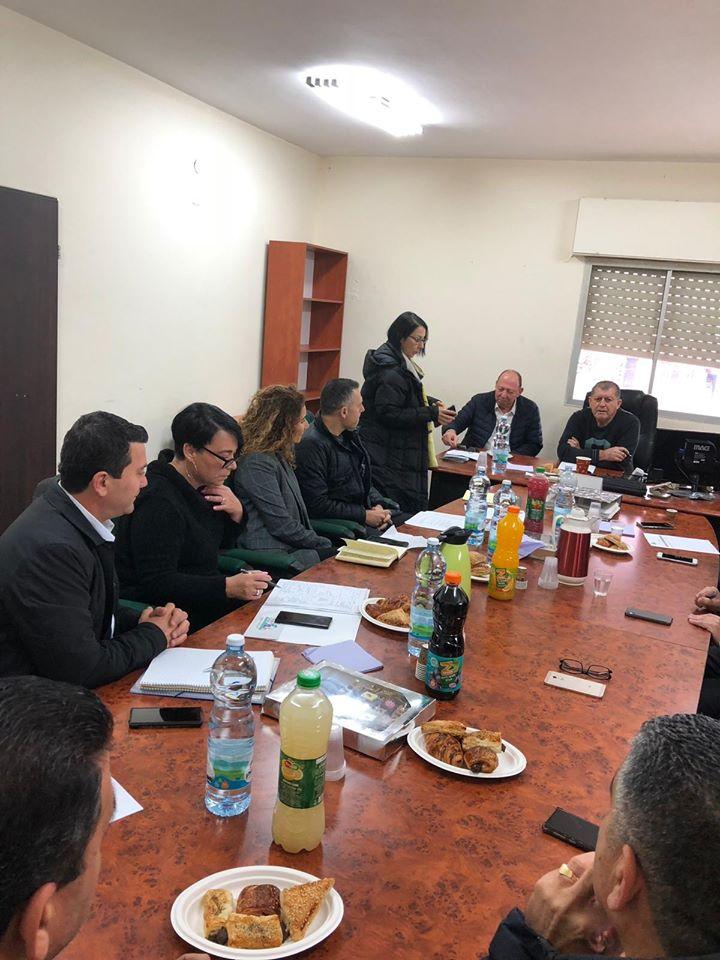 جلسة عمل مهنية بين ادارة الحكم المحلي والطاقم الاداري لمجلس شعب المحلي.